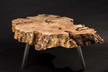 Tisch aus Baumscheibe, Pappel- Maser, geölt